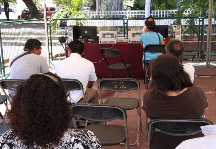 En la Plaza de la Reforma, los ciudadanos pueden realizar los pagos. (Tomás Álvarez/SIPSE)