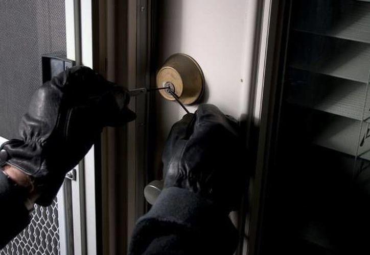 Al momento de su detención, el sujeto tenía en diversas herramientas, con las que dijo forzaba los accesos de los domicilios. (Foto de Contexto/Internet)