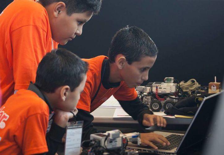 Los cursos de robótica están dirigidos a niños, de ocho a 13 años de edad, y adultos de 14 años en adelante. (Facebook Punto México Conectado)