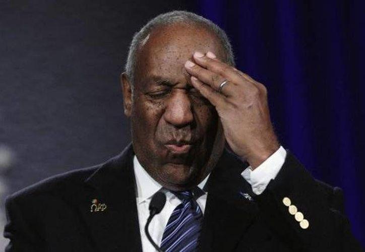 El comediante Bill Cosby enfrenta uno de los escándalos artísticos más recordados debido a decenas de denuncias por abuso sexual. Es por eso que más de seis instituciones educativas le han revocado galardones otorgados en el pasado. (AP)