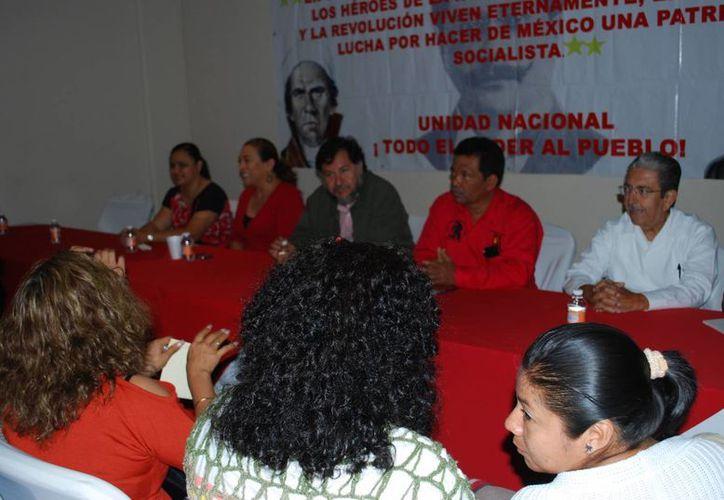 Los representantes del partido político durante una conferencia de prensa. (Tomás Álvarez/SIPSE)