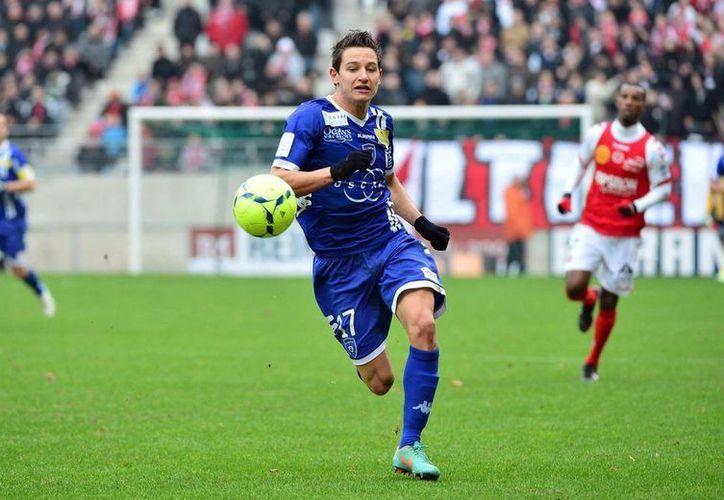 Cuando Olympique perdía 0-2, Florian Thauvin acortó distancias en partido jugado en cancha del Niza. (frenchfootballweekly.com)