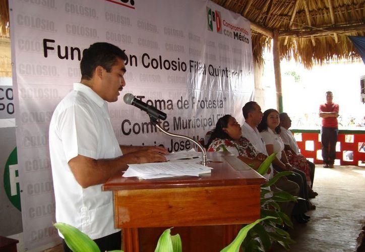 Juan Carlos Huchim en su discurso al tomar protesta como nuevo presidente de la fundación. (Carlos Yabur/SIPSE)