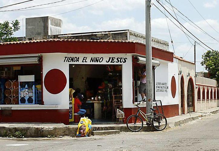 El apoyo económico será utilizado para remozar las fachadas de los negocios, su estantería y la adquisición de productos para su venta. Imagen de una tiendita de la esquina en Mérida. (Archivo/SIPSE)