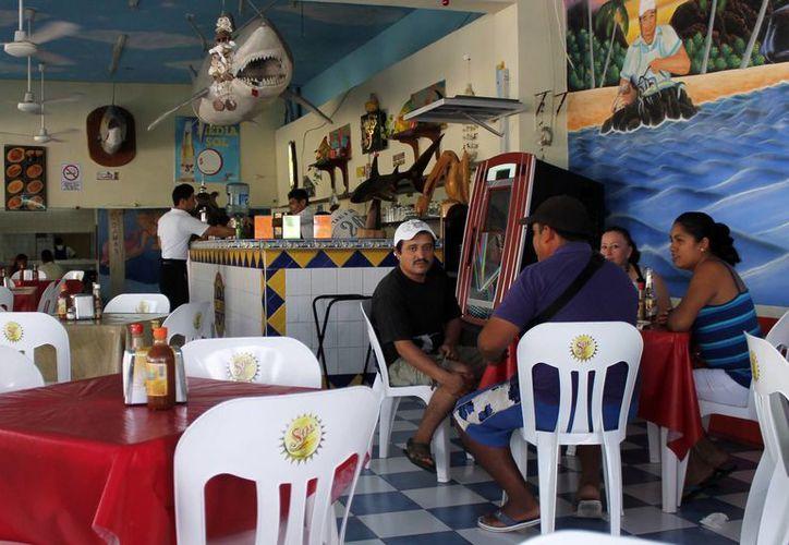 El cliente que llega a los restaurantes deja solamente entre el 3 y 4% de la propina. (Jesús Tijerina/SIPSE)
