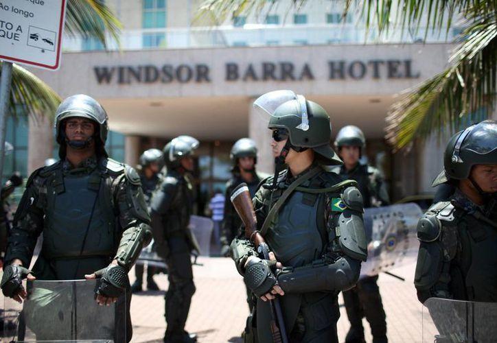 El hotel donde se realizará la subasta está fuertemente custodiado. (EFE)