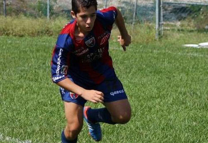 Yordi Parente Martínez se convirtió en el segundo cancunense en jugar en Europa. (@Yordipm/Facebook)