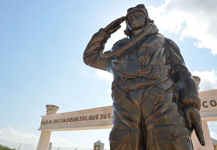 Homenaje a pilotos del Escuadrón 201 en Cozumel en su 73 aniversario. (Gustavo Villegas/SIPSE)