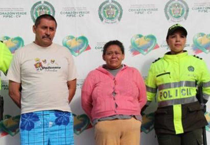Tito Cornelio Daza, padre de un hijo de la menor denunciante, y la madre que vendía a sus hijas, Margarita Zapata Moreno. (Foto cortesía Policía de Bogota/en ElTiempo.com)