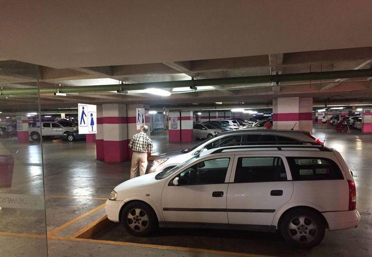 Los estacionamientos deben registrarse ante la autoridad municipal. (Israel Leal/SIPSE)