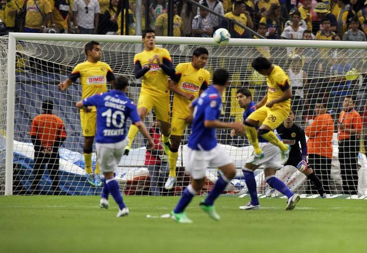 El 4 de abril, Cruz Azul eliminó de la Copa MX al América en serie de penales. (Archivo Notimex)