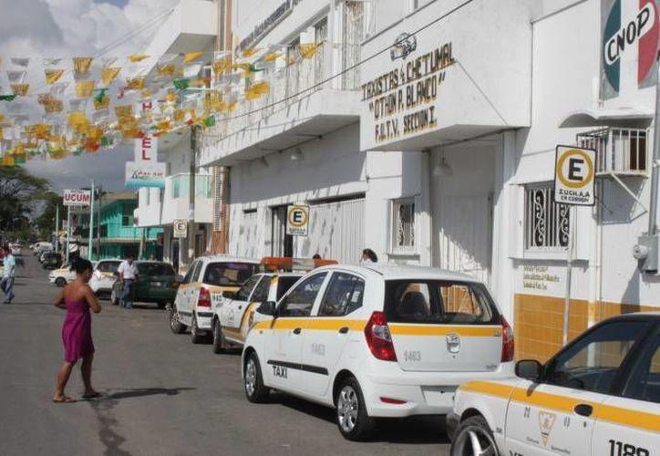 Además la falta de regulación por parte del gremio taxista propicia que algunos martillos aprovechen la unidad para realizar actividades ilícitas. (Redacción/SIPSE)