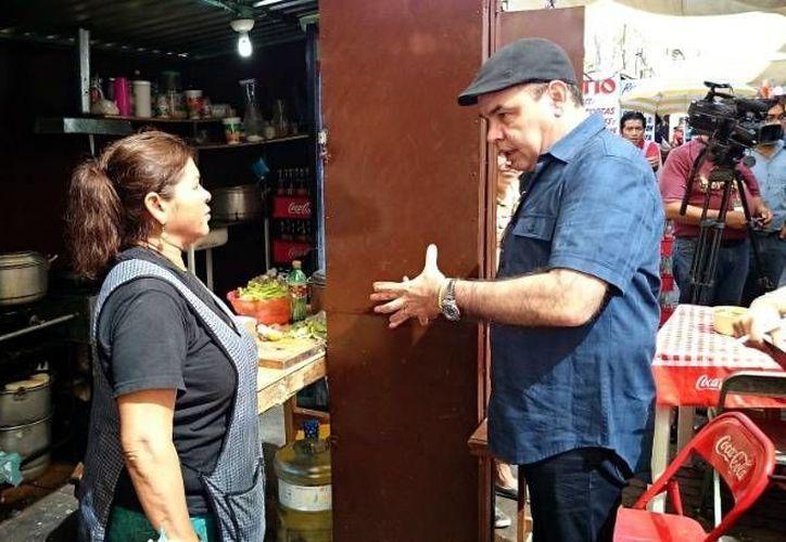 El regidor Jorge Dogre Oramas realizó un recorrido para supervisar que la certeza y legalidad en la reubicación de locatarios del mercado Lucas de Gálvez. (SIPSE)