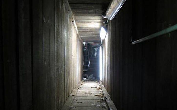 Imagen de una parte del túnel por donde escapó El Chapo Guzmán el pasado 17 de febrero, cuando las fuerzas de seguridad de México lo tenía prácticamente en las manos. (Agencias)