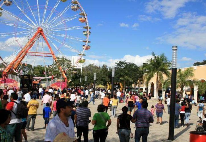 Imágenes de la Feria Xmatkuil que se prepara para recibir a miles de visitantes este año. (Milenio Novedades)