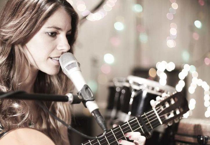 La costarricense Debi Nova formará parte del concierto Latin Grammy Acoustic Session 2015 en México. (conquistarecords.com)