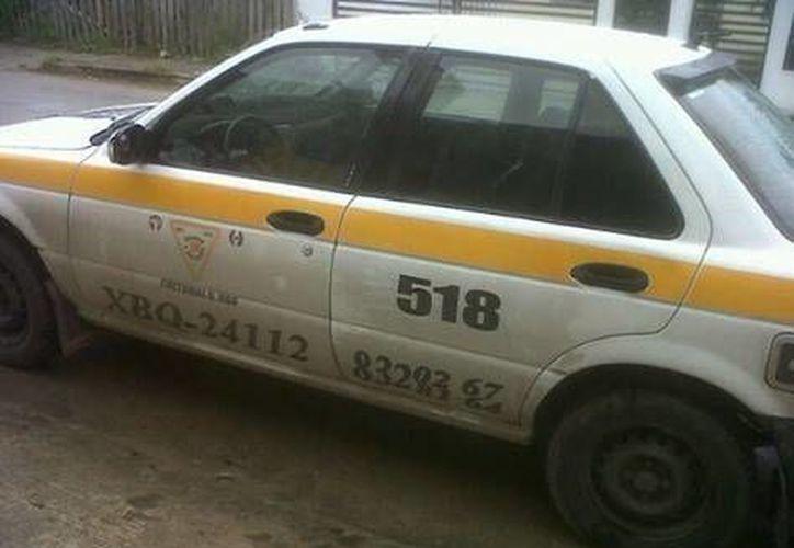 El taxi número 518 quedó desvalijado. (Facebook)