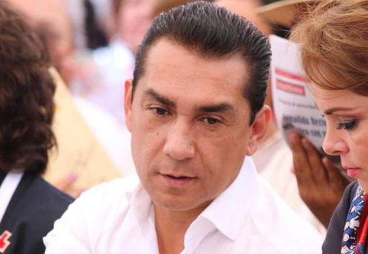 El exalcalde de Iguala José Luis Abarca y su esposa María de los Ángeles Pineda enfrentan varias denuncias en su contra. (Twitter/@NoTime_ToWaste)