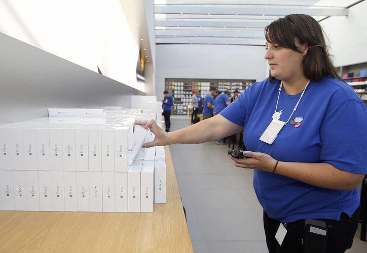 La semana pasada, Apple informó que vendió 10 millones de iPhone en sólo 3 días. (Foto: AP)