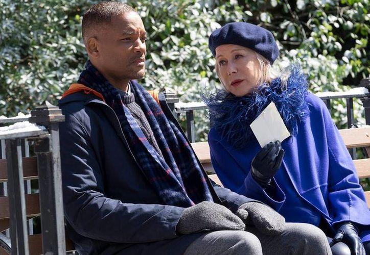 En 'Collateral Beauty'  Will Smith interpreta a Howard, un ejecutivo de publicidad que, tras sufrir la terrible pérdida de su hija, no le encuentra sentido a la vida. (Facebook)