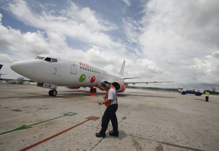 La empresa tiene a su cargo 20 vuelos nacionales desde Cancún a diferentes puntos. (Israel Leal/SIPSE)