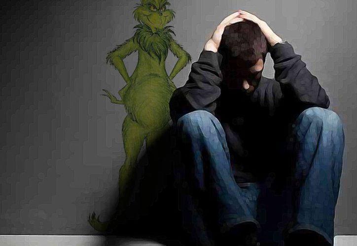 Algunos de los síntomas de la depresión invernal son: mayor apetito, más ganas de dormir y menos motivación para realizar actividades al aire libre. Imagen de contexto un hombre afligido por la depresión. (Milenio Novedades)
