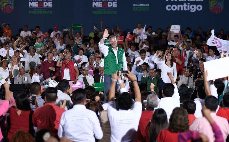 José Antonio Meade agradeció el entusiasmo de sus simpatizantes y los llamo a llevar el mensaje a todo el país. (Notimex)