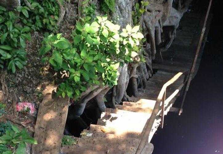 La basura abunda en los cenotes y grutas yucatecas. (Sergio Grosjean/SIPSE)