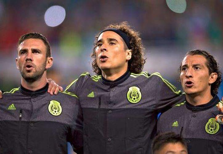 Vario seleccionados iniciaron la campaña de desprestigio contra Récord, que publicó una reunión de jugadores sin Miguel Herrera después del partido contra Trinidad Y Tobago.(Captura de pantalla)