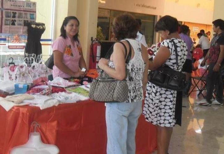 Empresarias apoyan a mujeres emprendedoras de todas partes de la Península y también de Chiapas. (Milenio Novedades)