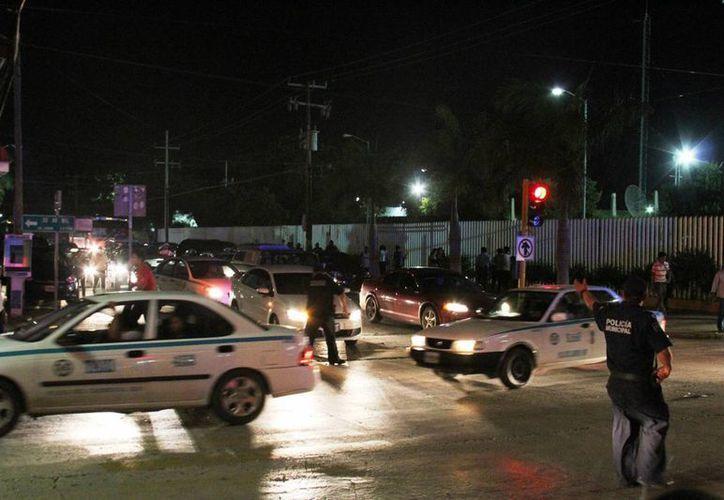 Elementos de Tránsito, Bomberos y de la Policía Preventiva municipal realizaron el operativo durante las fiestas patrias. (Maria Mauricio/SIPSE)