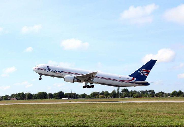 Con la inauguración de un vuelo directo Mérida-Miami el flujo de pasajeros del aeropuerto de Mérida será mayor para el cierre de año. (José Acosta/SIPSE)
