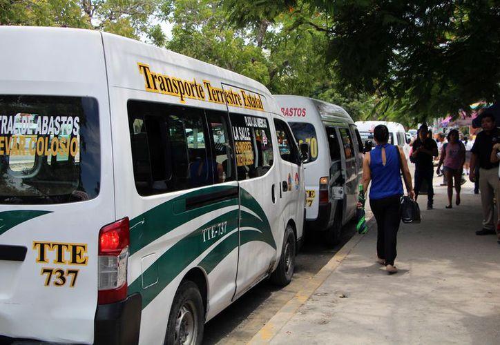 Para la Comisión de Imagen Urbana (Cimuc) estas vans son peligrosas, ya que no tienen requisitos mínimos de seguridad. (Paola Chiomante)