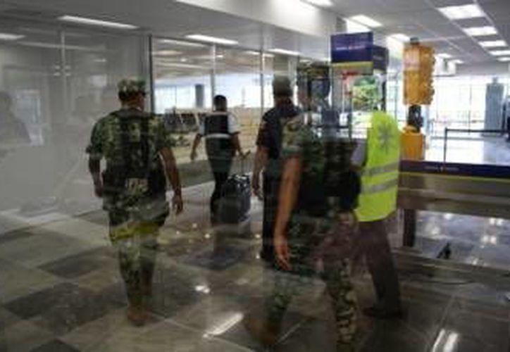 El equipaje fue trasladado a la delegación de la PGR. (Eric Galindo/SIPSE)