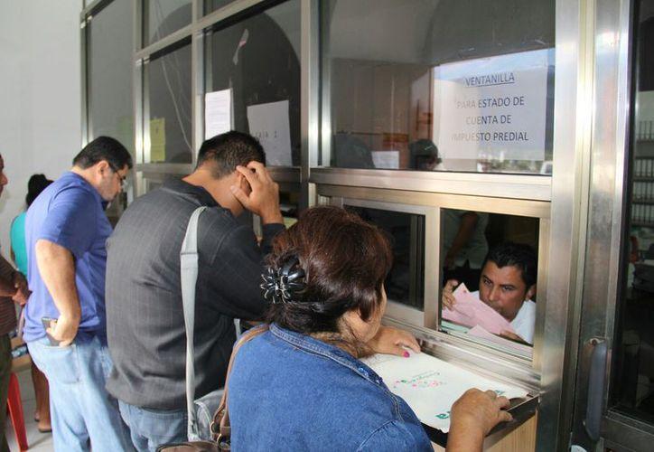 Has enero habían cubierto esta obligación fiscal un total de tres mil 800 ciudadanos. (Javier Ortiz/SIPSE)
