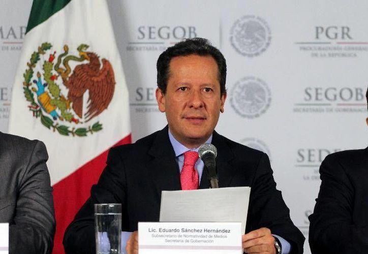 Eduardo Sánchez dio a conocer la detención de los 12 presuntos plagiarios. (gobernacion.gob.mx)