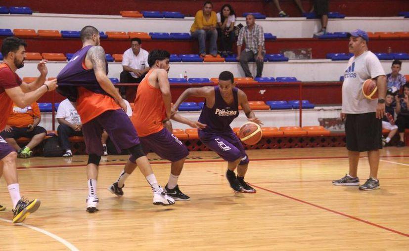 La quinteta quintanarroense dio por concluidos sus entrenamientos en el gimnasio Kuchil Baxal. (Raúl Caballero/SIPSE)