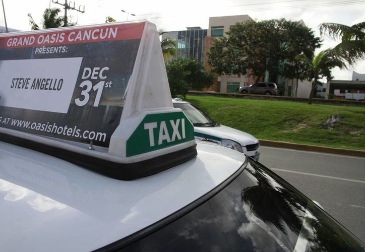 Taxi Quejas recibió denuncias de 65 personas por cobro indebido de taxistas durante Nochebuna y Navidad. (Jesús Tijerina/SIPSE)
