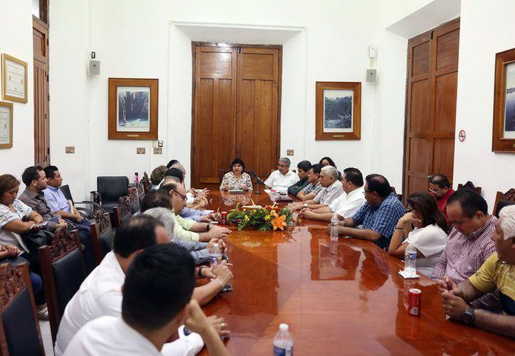 Reunión de trabajo por virus AH1N1. (Milenio Novedades)