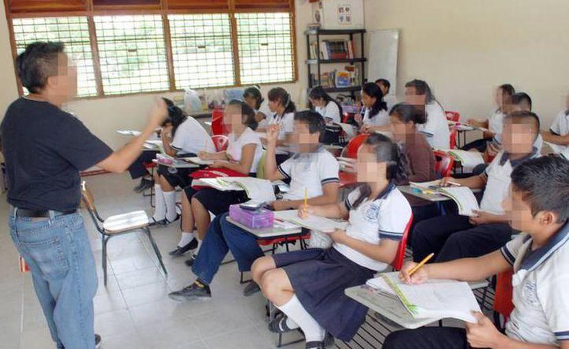 Los recortes impactarán directamente en la nómina de maestros. (Novedades Yucatán)