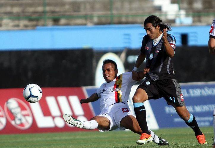 Los tapatíos no desaprovecharon las oportunidades de gol ante el marco ciervo, ayer en el Iturralde. (Jorge Peña/SIPSE)