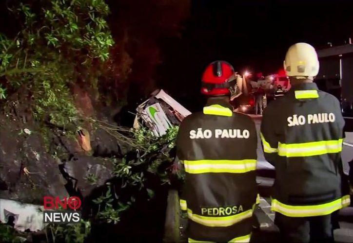 El accidente ocurrió cerca de la medianoche cerca de Mogi das Cruzes, cerca de Sao Paulo. (Captura de pantalla)