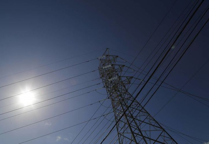 La Comisión Federal de Electricidad invertirá este año más de mil millones de pesos, en mejoras de infraestructura. (Israel Leal/SIPSE)