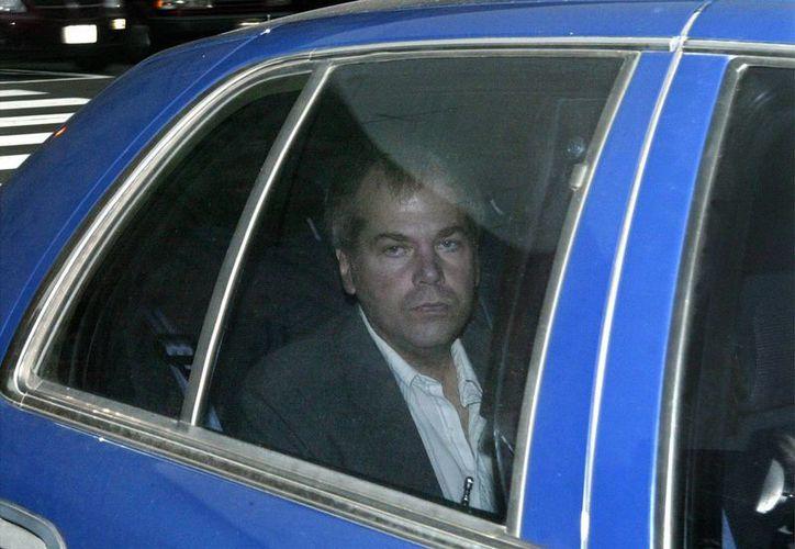 John Hinckley Jr. en foto del año 2003, a su arribo a una Corte Judicial en Washington. (AP)
