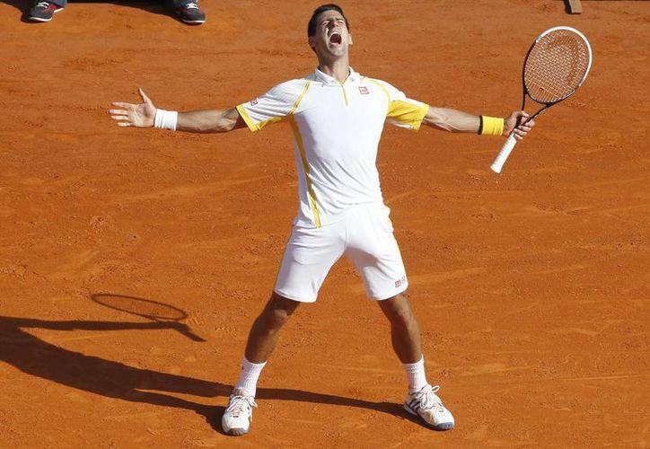 El tenista serbio Novak Djokovic celebra su victoria ante el español Rafael Nadal. (EFE)