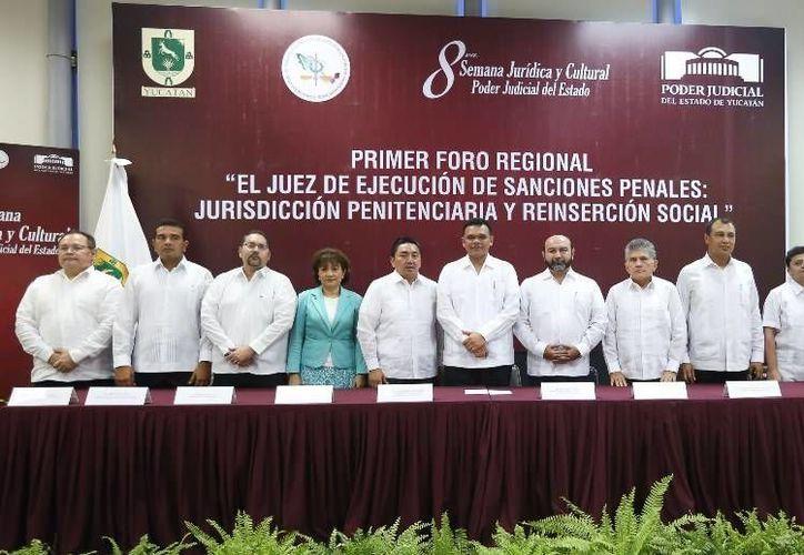 El gobernador Rolando Zapata en un evento que encabezó ayer. (SIPSE)