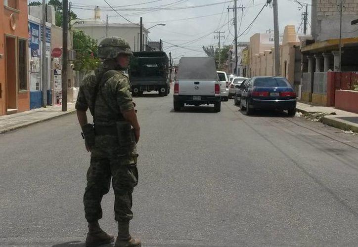 El operativo en la calle 45 entre 50 y 52, en el segundo cuadro de Mérida. (Ana Hernández/SIPSE)