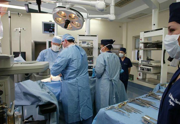 Las clínicas y hospitales donde se realizan trasplantes son supervisadas por comités para evitar 'compra y venta' de órganos. (Archivo/Notimex)