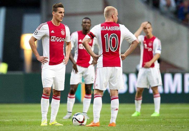 El Ajax histórico participante del torneo, no podrá disputar la edición 2015/2016 de la UEFA Champions League, esto debido a que fue eliminado por el Rapid Viena de Austria en las rondas previas. (Facebook Oficial Ajax)