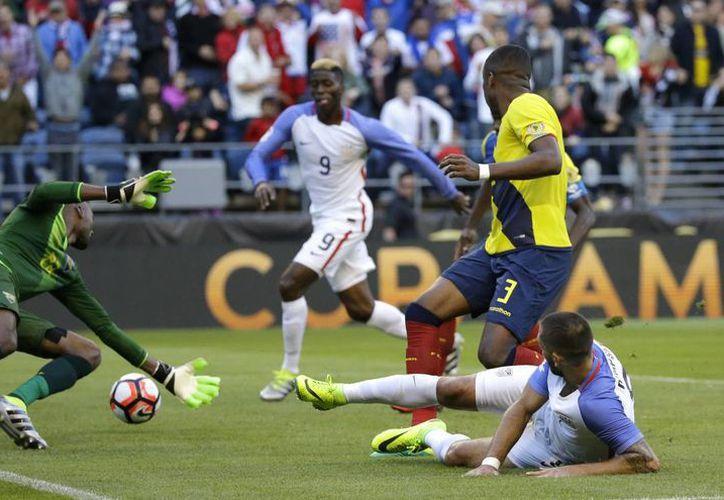 Según el exfutbolista colombiano Carlos 'Pibe' Valderrama, EU ya cuenta con una liga profesional seria y el país tiene capacidad para albergar otro Mundial. En la foto, partido entre EU y Ecuador, dentro de la Copa América Centenario. (AP)